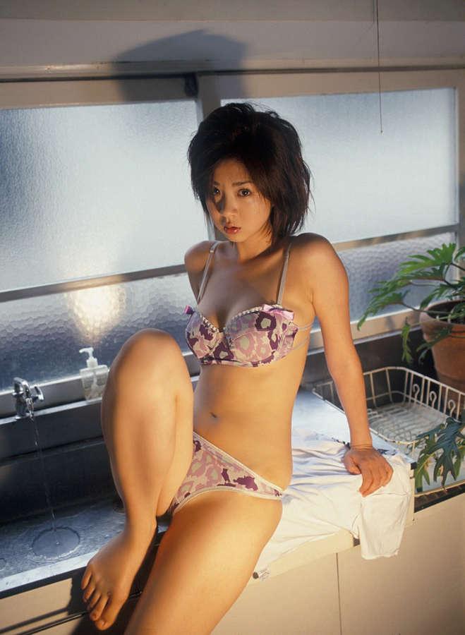 Aki Hoshino Feet