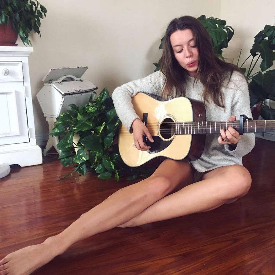 Roxanna June Feet
