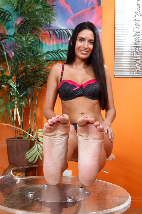 Nikki Daniels Feet