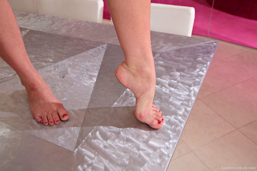 Daisy Stone Feet