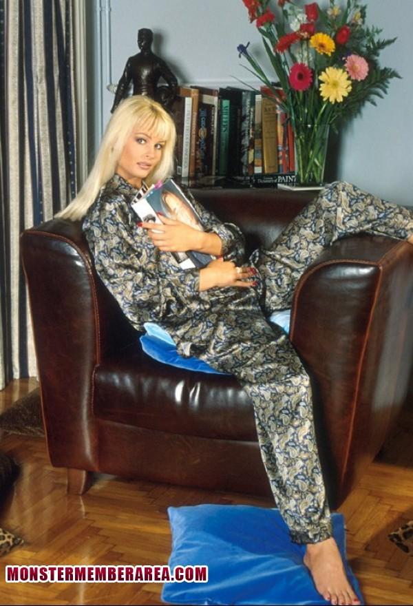 Nikki Andersson Feet