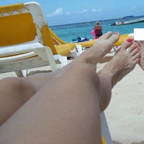Laura Dennis Feet