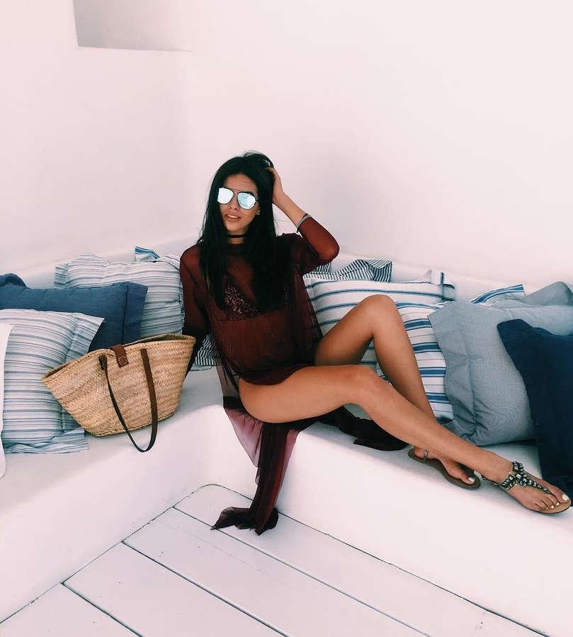 Karin Alia Feet