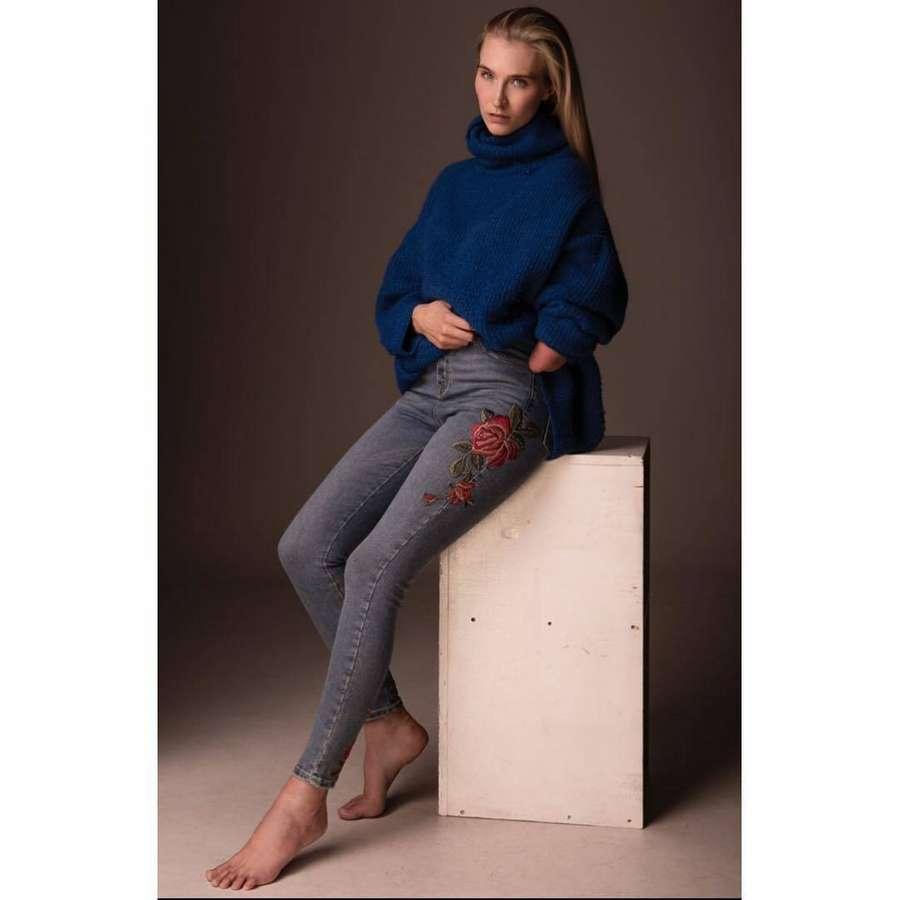 Kelly Knox Feet