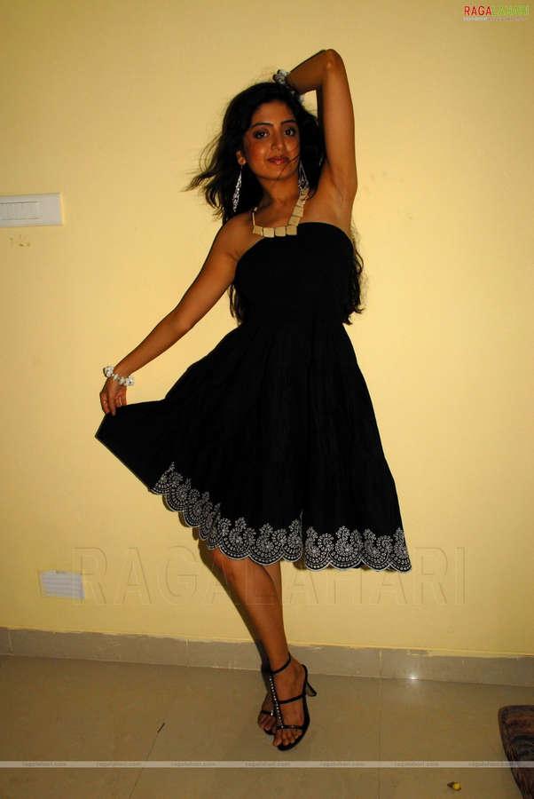 Poonam Kaur Feet