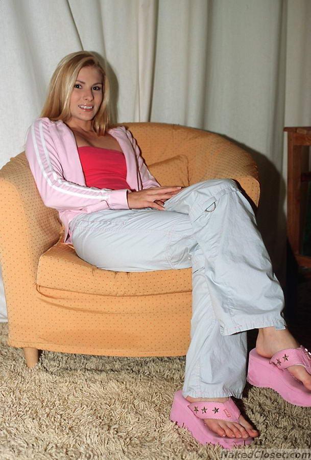 Dominica Leoni Feet