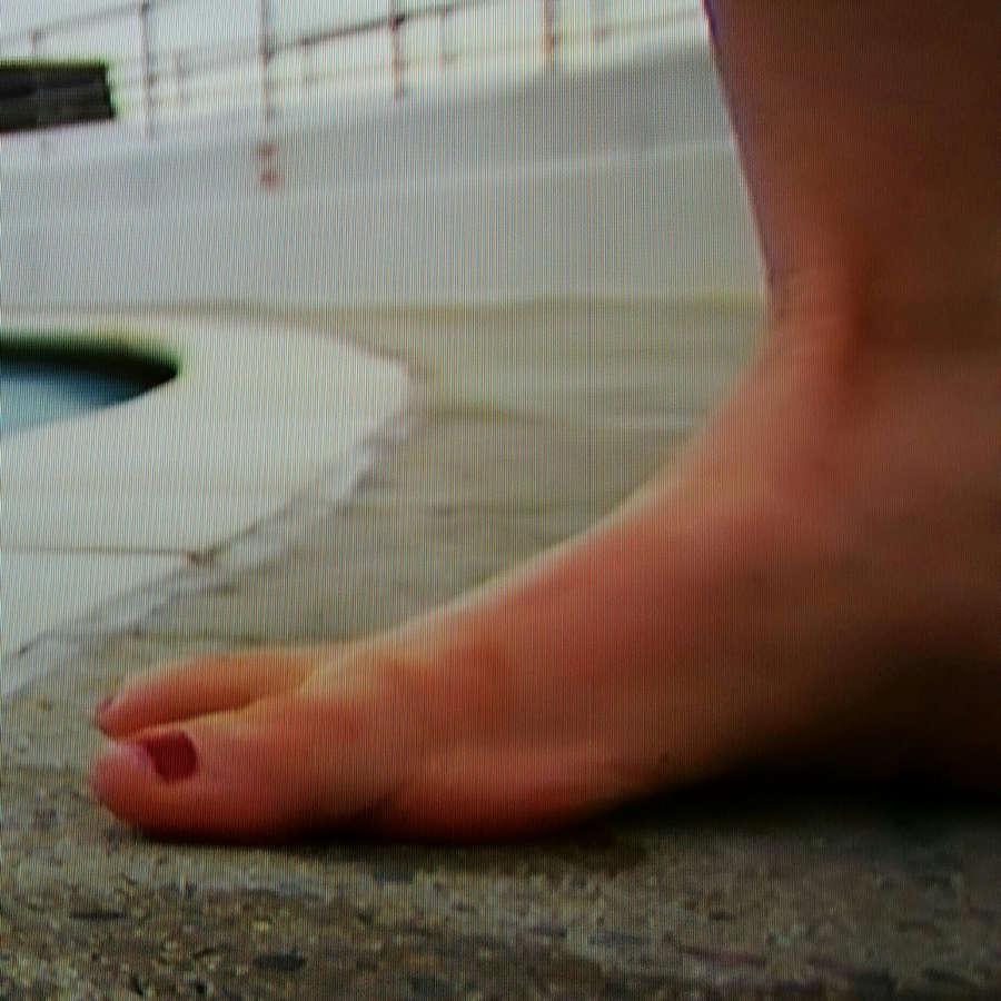 Tessa Dunlop Feet