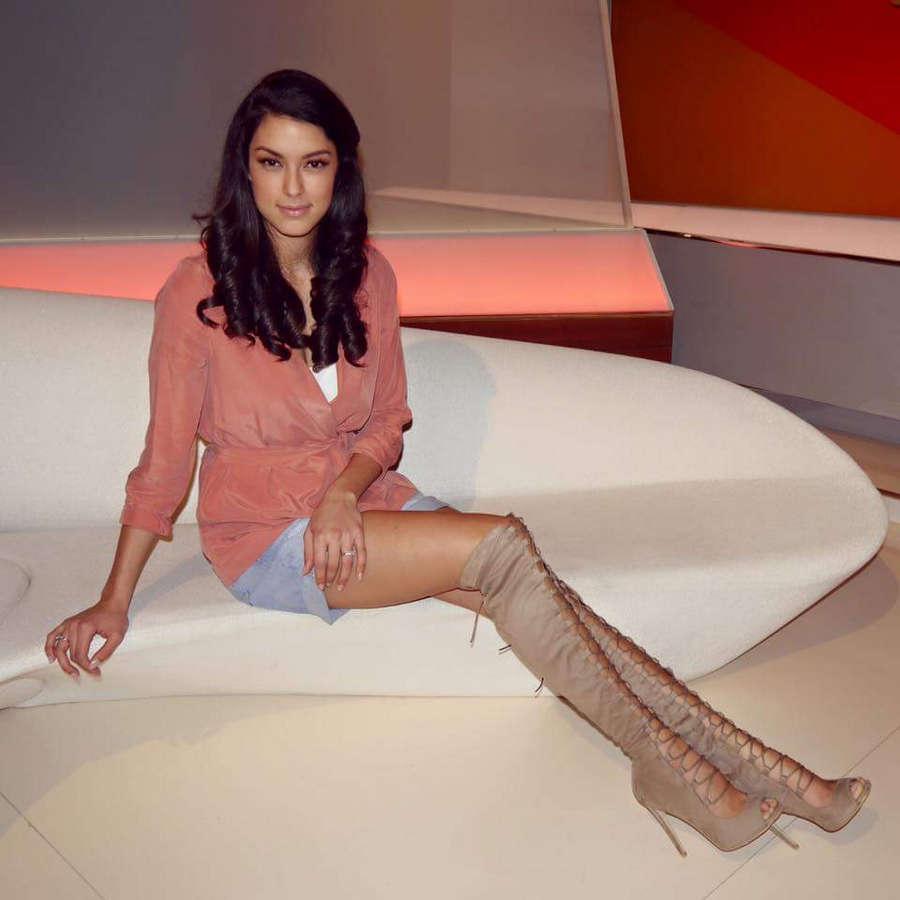Rebecca Mir Feet