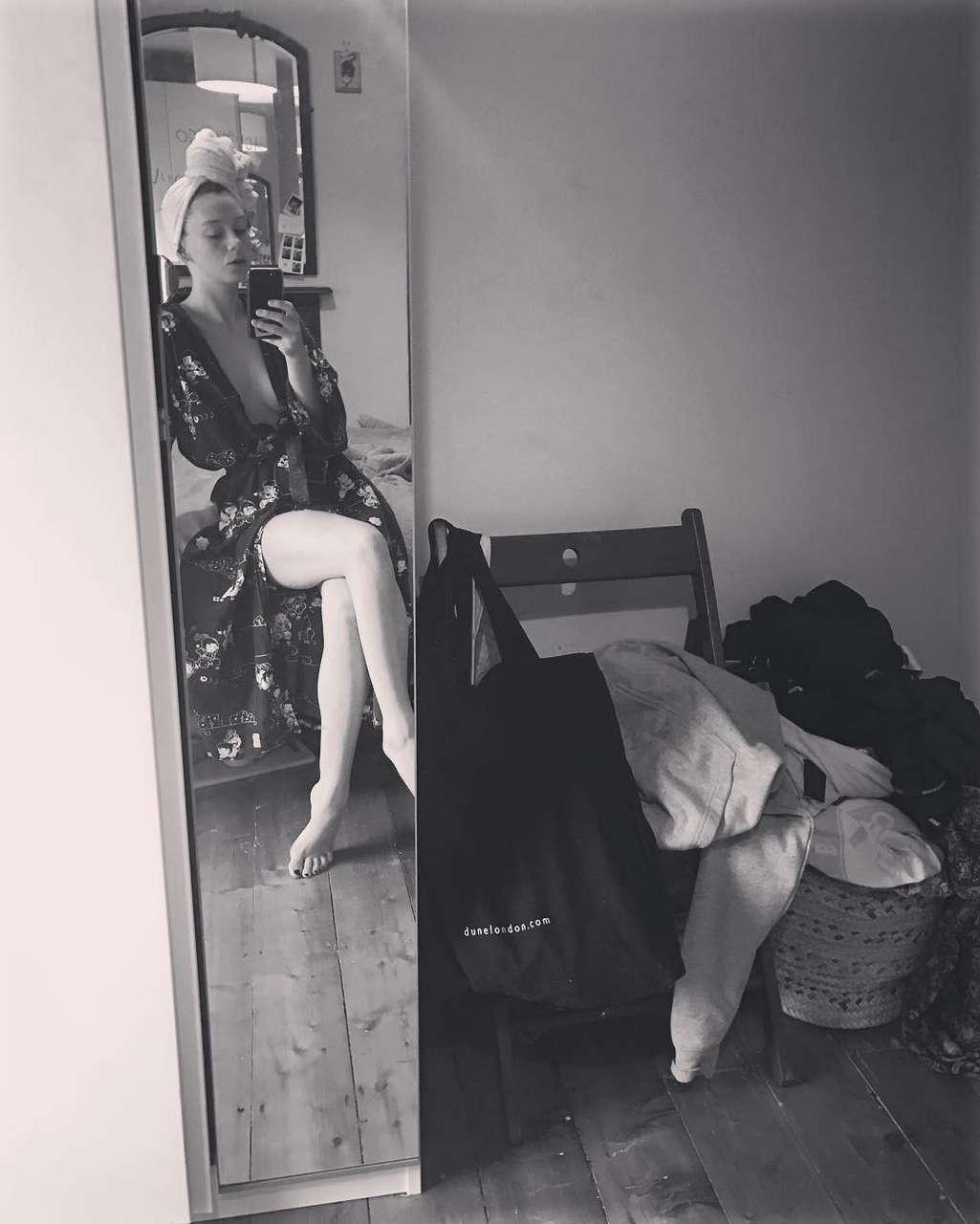 Eloise Smyth Feet