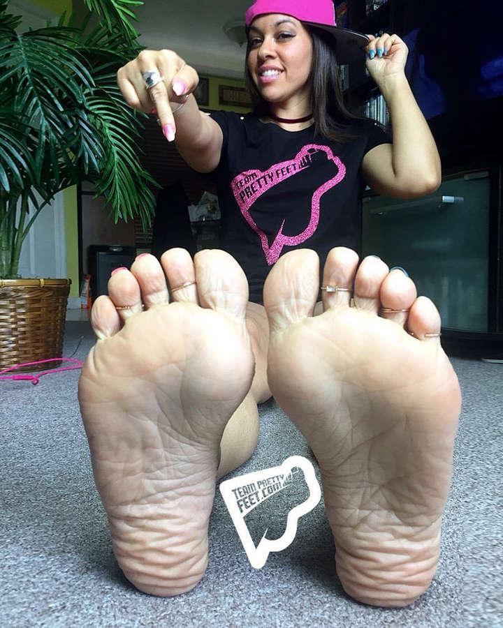 Deedee Rican Feet