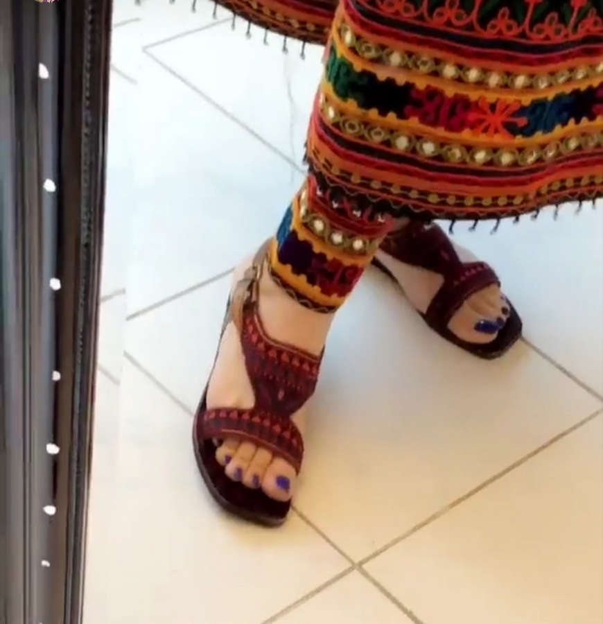 Aima Baig Feet
