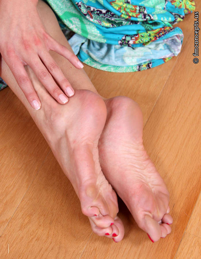 Samantha Ryan Feet