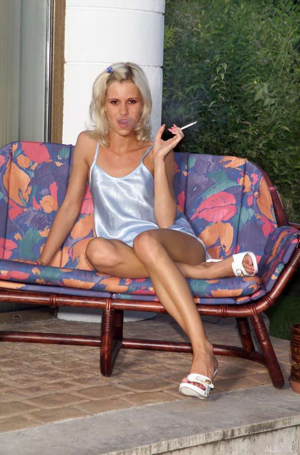 Cora Carina Feet