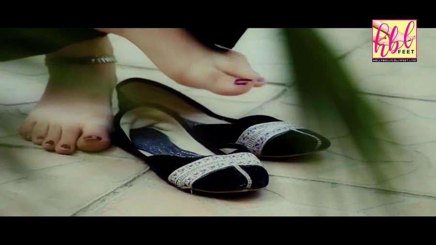 Kinza Hashmi Feet