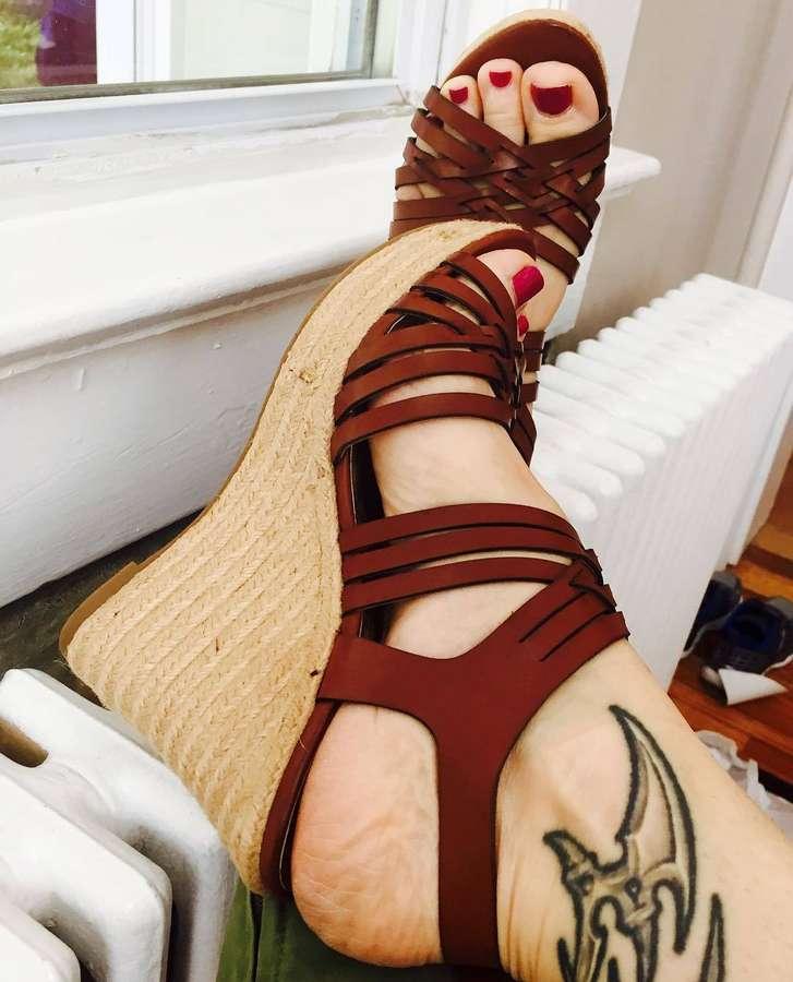 Lara Hudson Feet