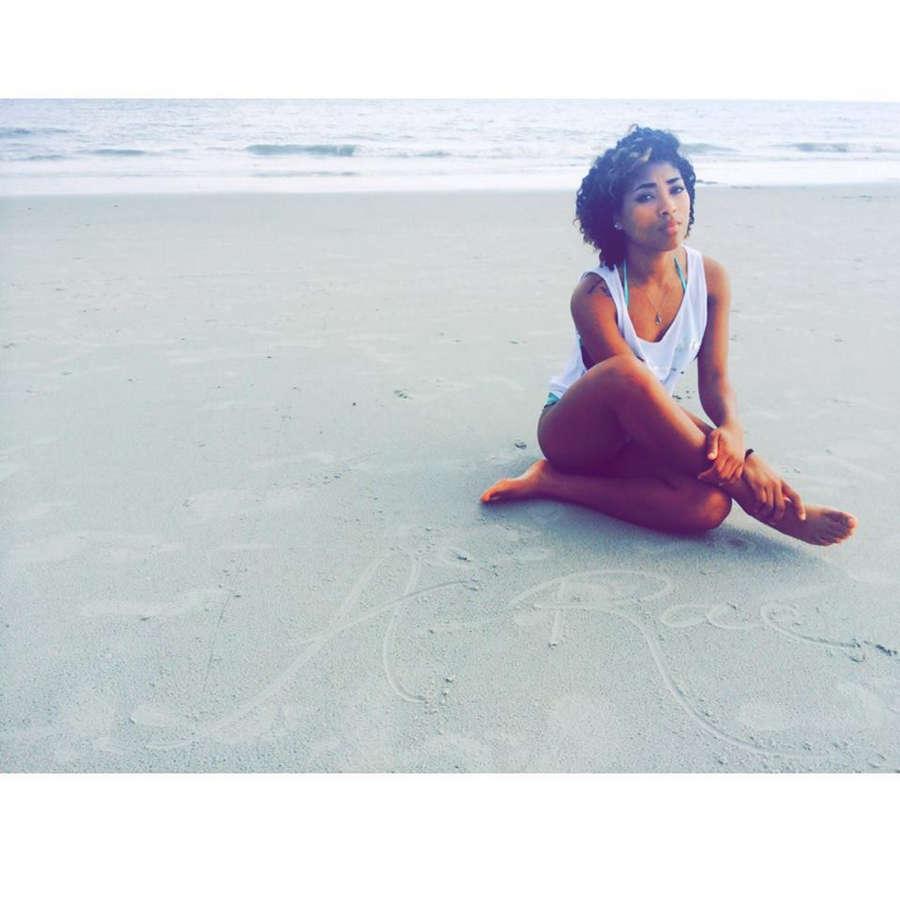 Adriyan Rae Feet
