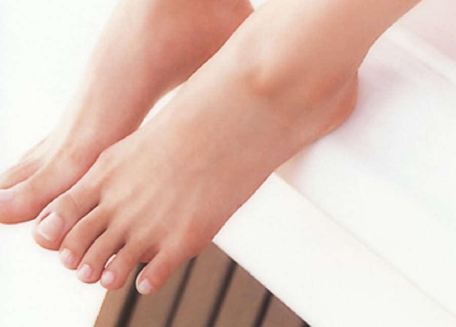 Airi Taira Feet