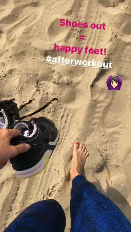 Odette Simons Feet