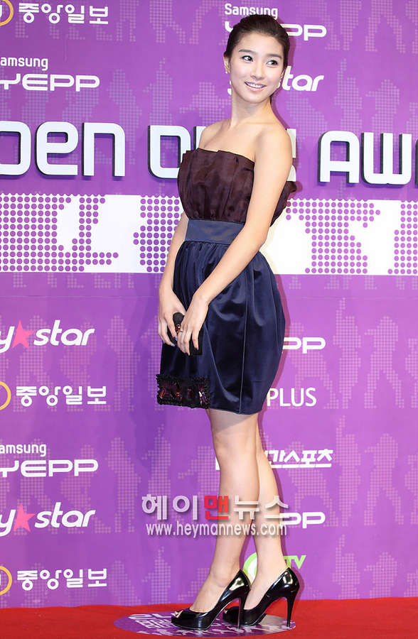 So Eun Kim Feet