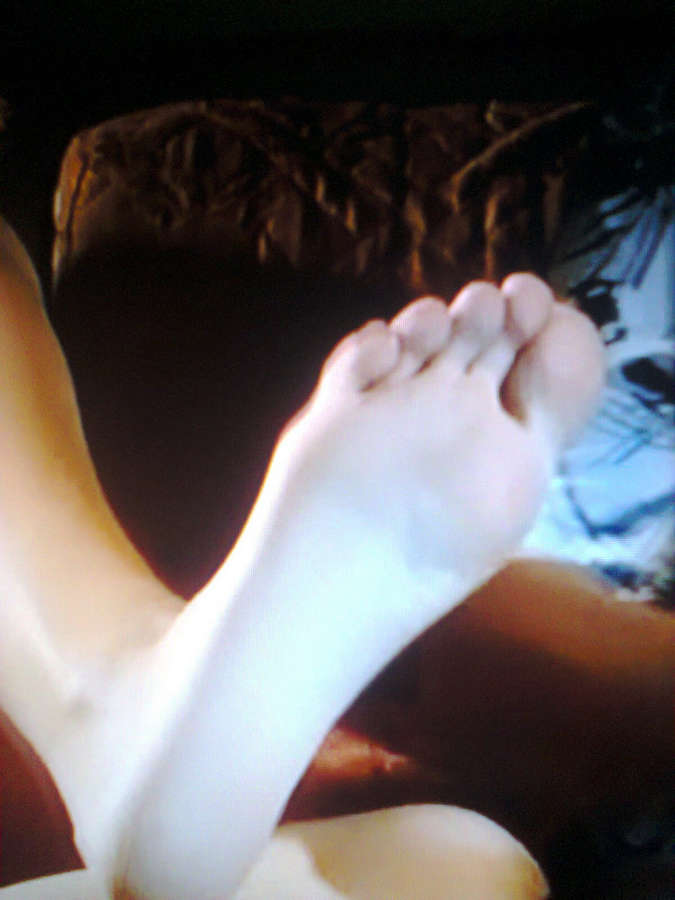 Priscila Assum Feet