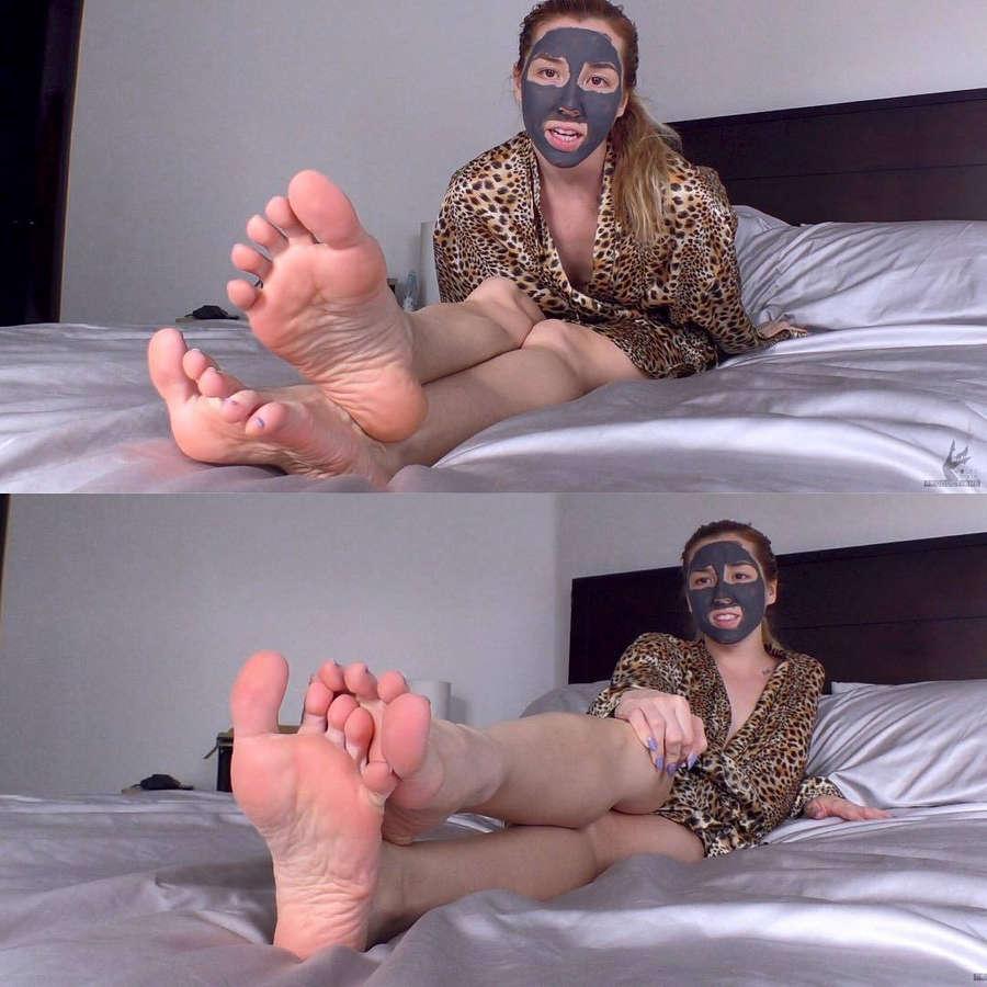 Janira Wolfe Feet