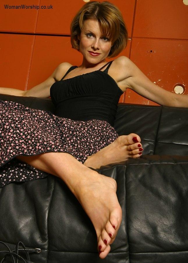 Красивые ножки зрелой женщины