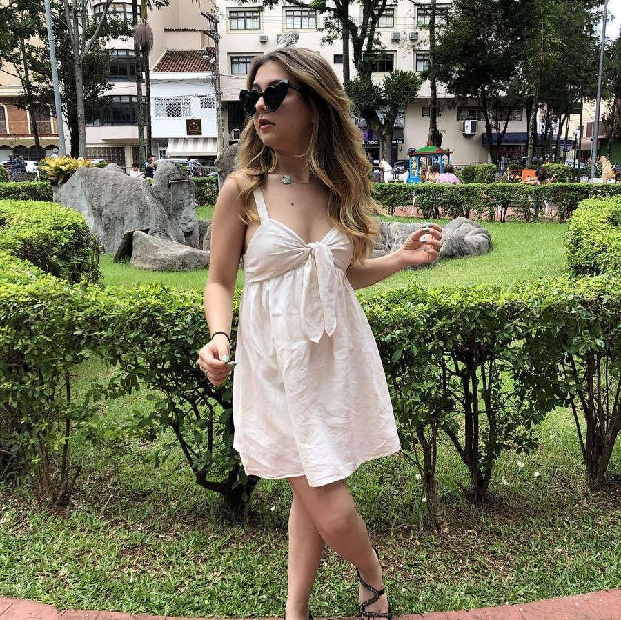 Klara Castanho Feet
