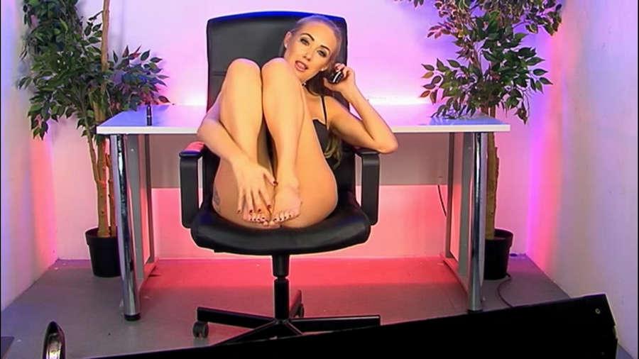 Lucie Brooks Feet