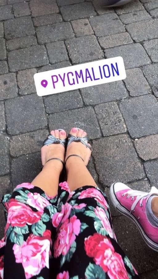 Alicia Agneson Feet