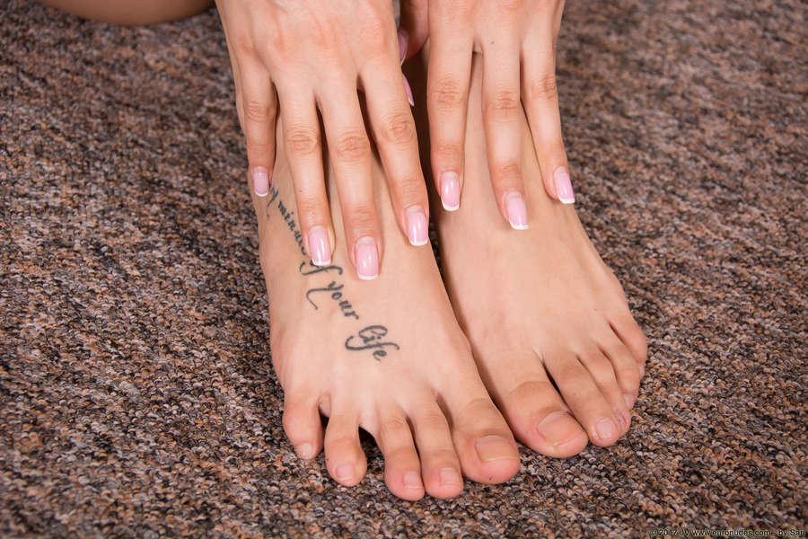 Cira Nerri Feet