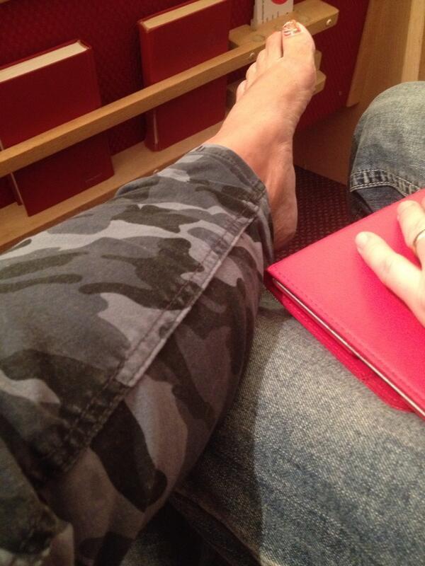 Shugah Feet