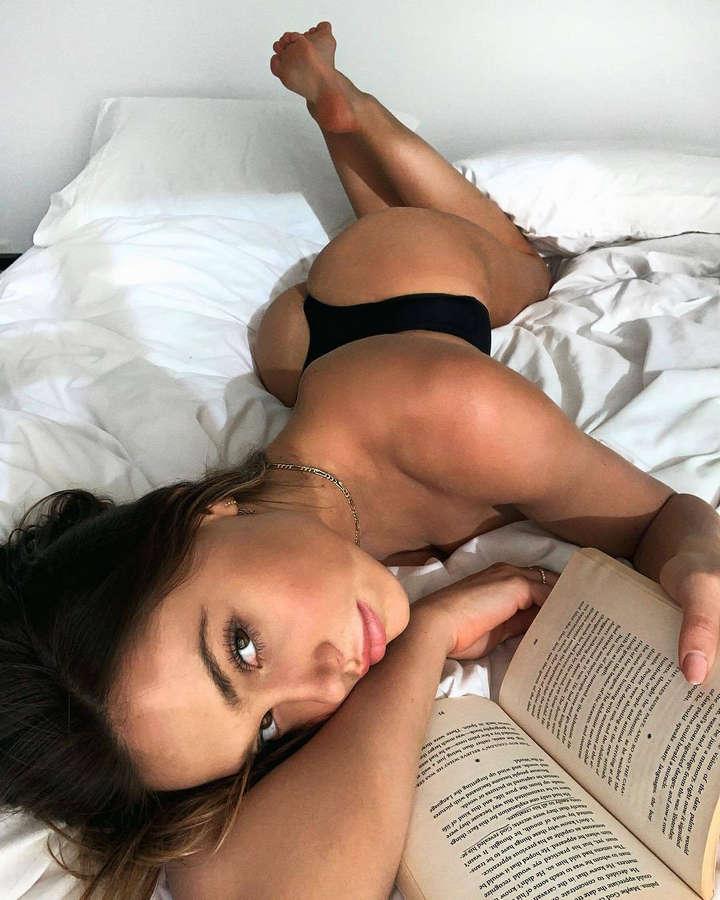 Alexis Ren Feet