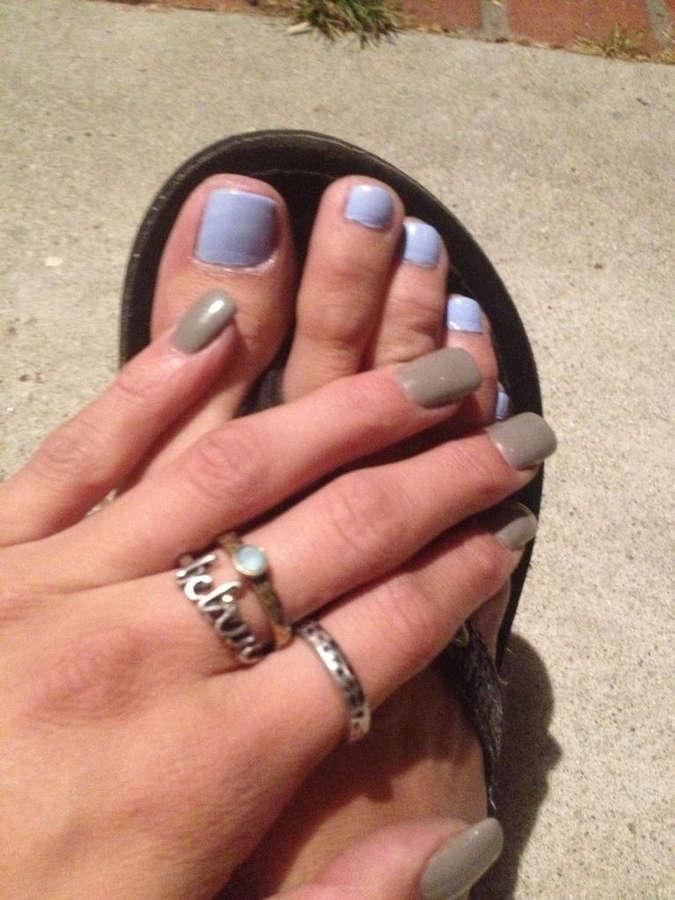 Arial Rose Feet