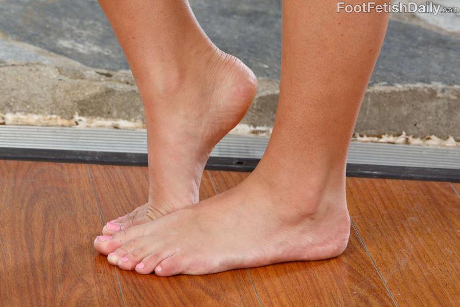 Charlotte Cross Feet