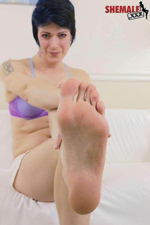 Evie Elliot Feet