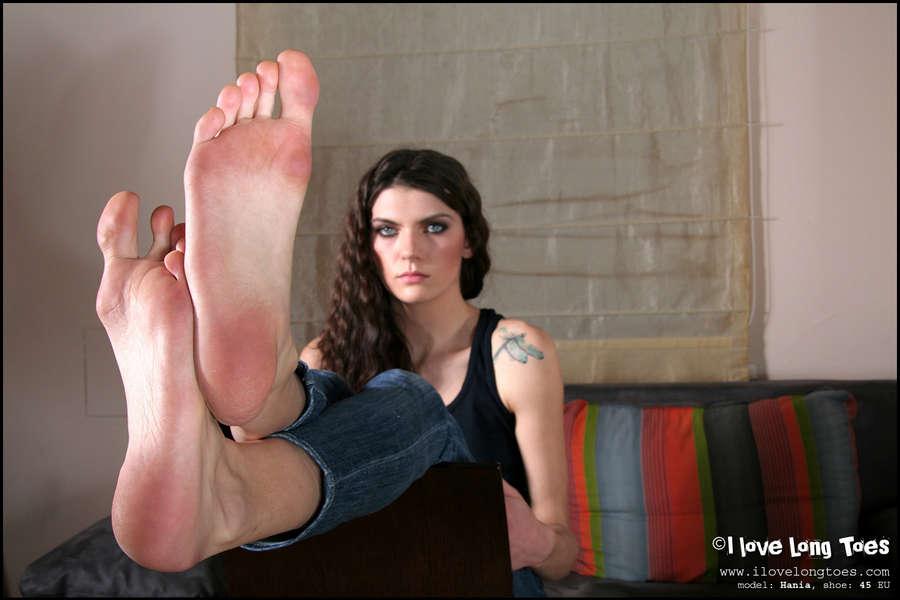 Hania Feet (15 photos) - celebrity-feet.com