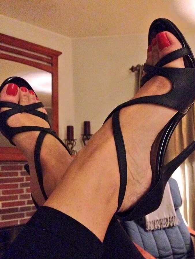 J J Plush Feet