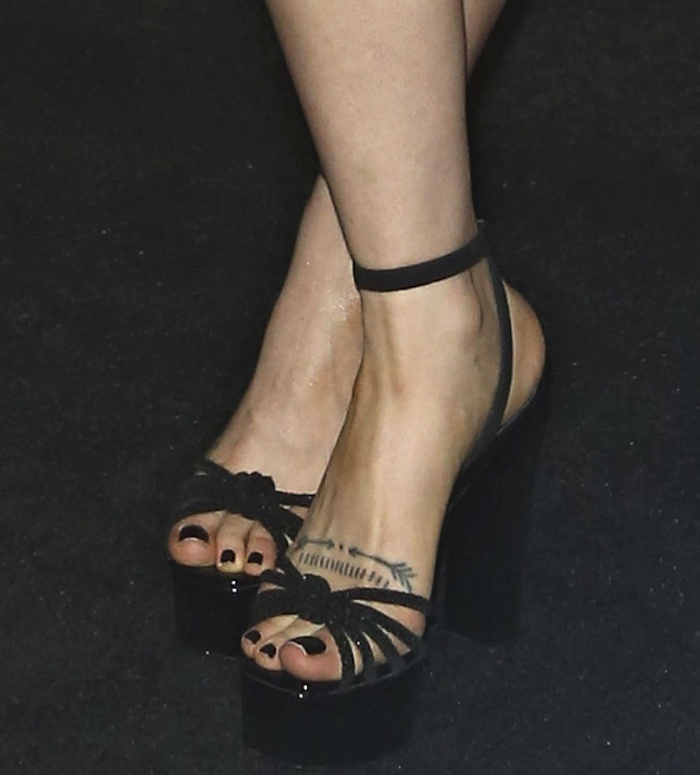 Zosia Mamet Feet