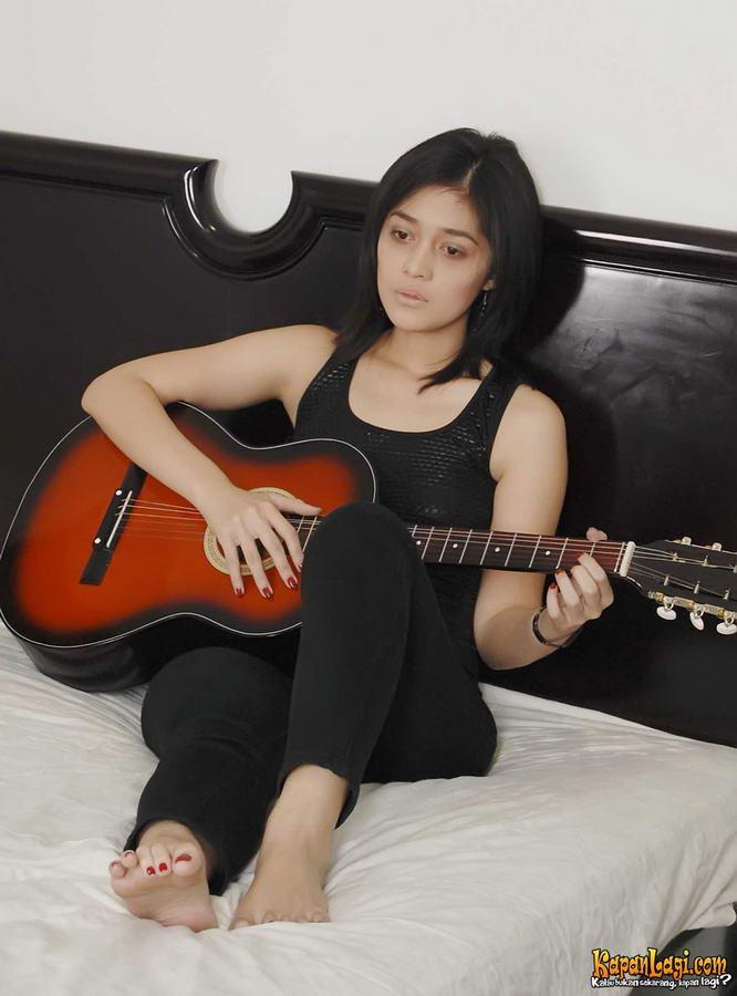 Gracia Indri Feet