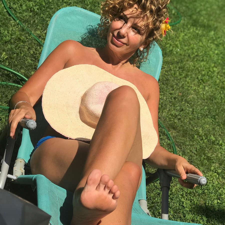 Gloria Aros Feet