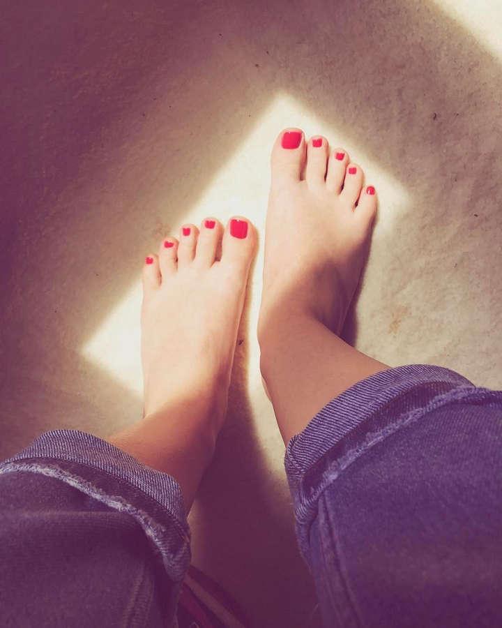 Niki Lemoni Feet