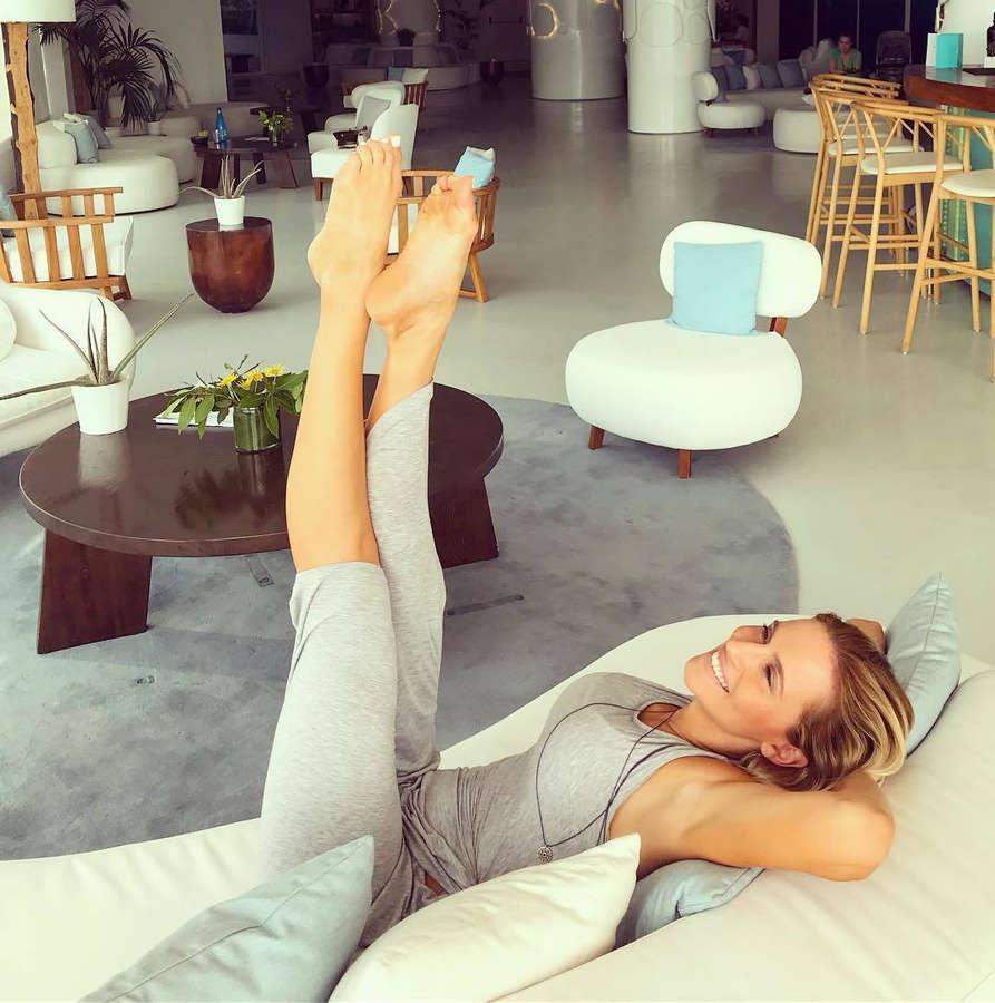 Nandia Boule Feet