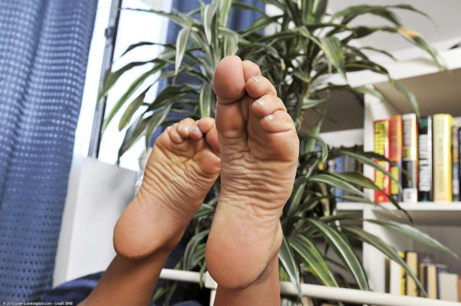 Sophia Sutra Feet