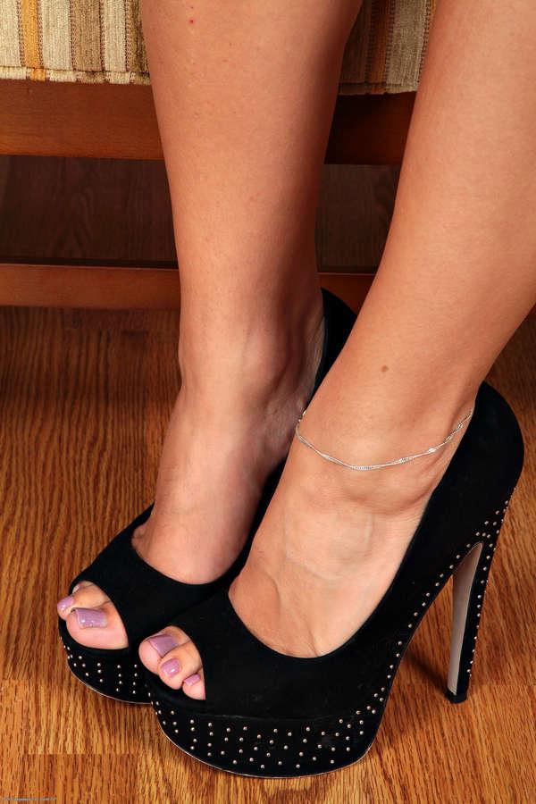 Roxy Mendez Feet