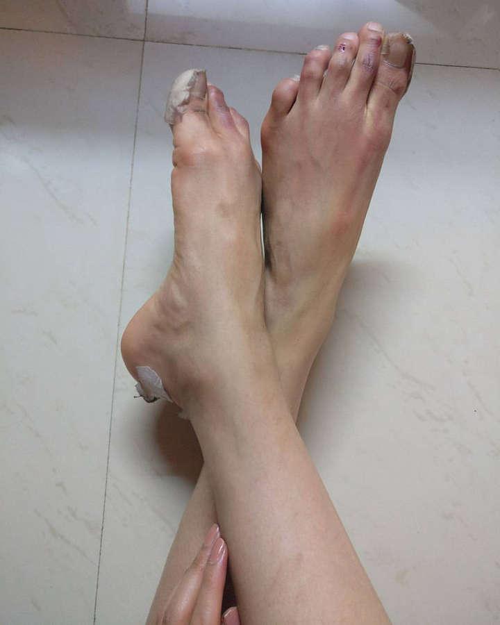 Adah Sharma Feet