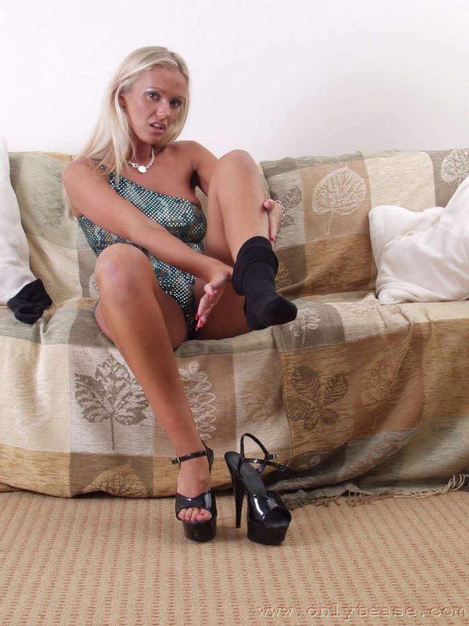 Lucy Zara Feet (30 photos) - celebrity-feet.com