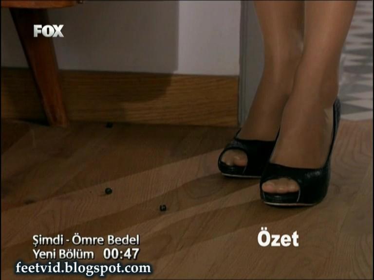 Oezge Oezder Feet