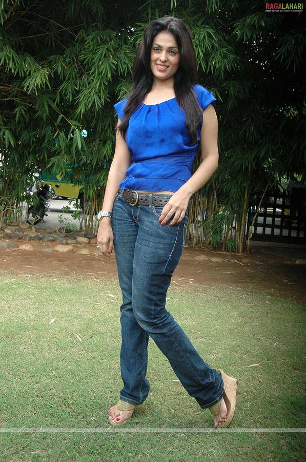 Anjana Sukhani Feet