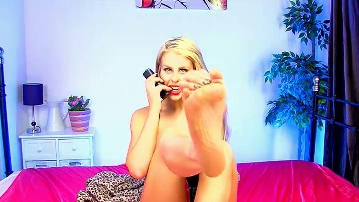 Macy Leigh Feet