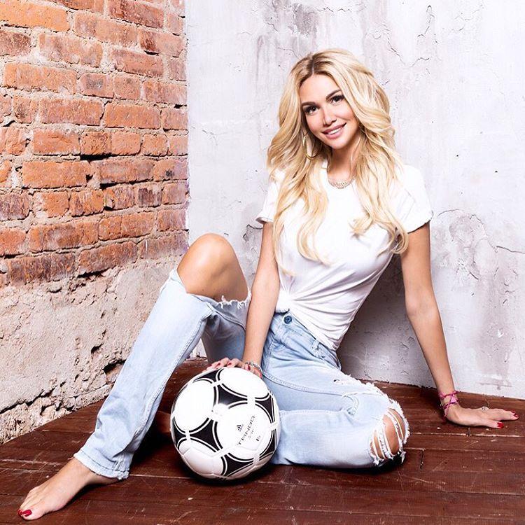 Viktoriya Lopyreva Feet
